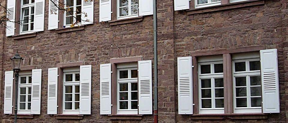 Holz-Fensterläden